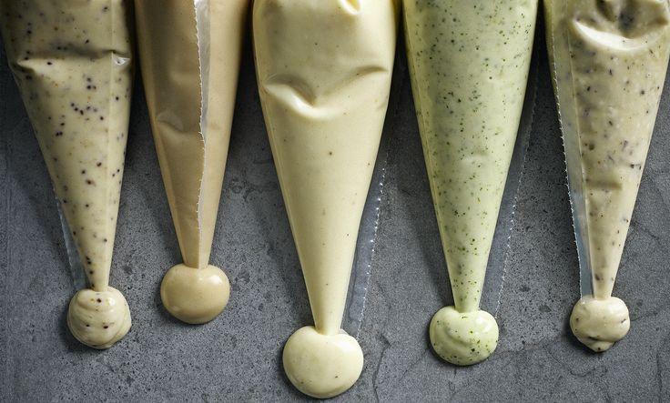 Homemade smaakt alles beter! Ook deze vijf zelfgemaakte mayonaises uit Sauzen en Smaakmakers van Caroline Dafgard Widnersson.