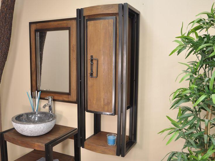 Colonne suspendue en teck teinté pour salle de bain . Meuble de rangement aux formes arrondies composé d'une niche (L28 x P32-30 x H26 cm) et d'une porte ouvrant sur deux rangements (L22 x P28 x H31/33 cm) Dimensions : L40 cm P32 cm H110 cm.