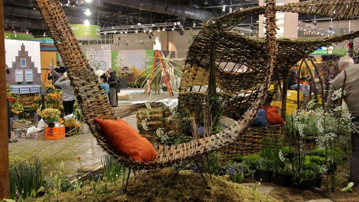On Thursday, inside the Pennsylvania Convention Center, landscape architects and floral designers were putting final touches on their interpretation of what Holland looks like.