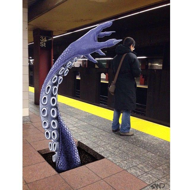 Нью-Йоркское метро - фантастически странное место)). Рисунки художника  под ником Transform  http://tanjand.livejournal.com/1219001.html  http://instagram.com/subwaydoodle/