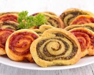 Palmiers apéritifs multicolores express : http://www.fourchette-et-bikini.fr/recettes/recettes-minceur/palmiers-aperitifs-multicolores-express.html#