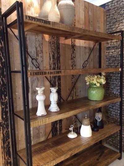 25 beste idee n over metalen boekenkast op pinterest industri le boekenplank doe het zelf - Boekenkast hout en ijzer ...