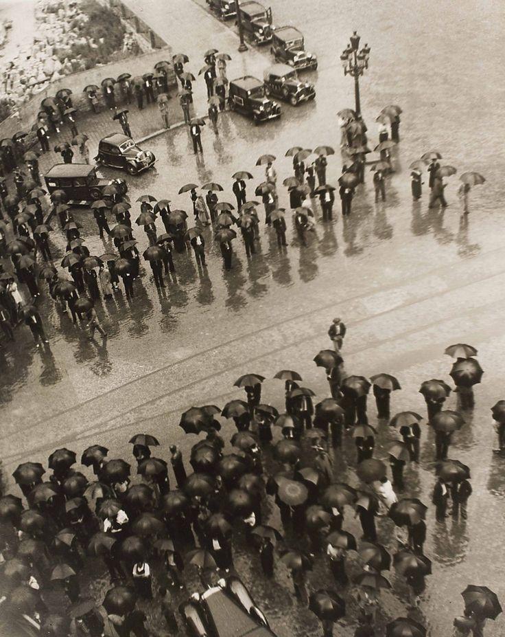 Los Paraguas, mitin de la CNT [Les Parapluies, Meeting de la CNT], guerre civile espagnole, Barcelone, 1937