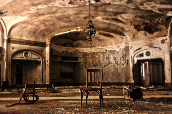 This Abandoned Hotel Is One Of The Most Haunted Places In Texas