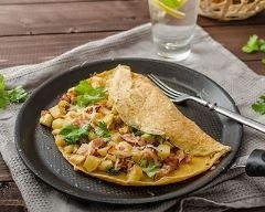 Omelette persillée aux pommes de terre et lard fumé