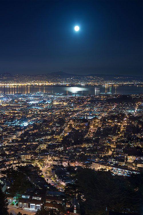 sanfrancisko:    Night Life, (Kevin MacLeod)
