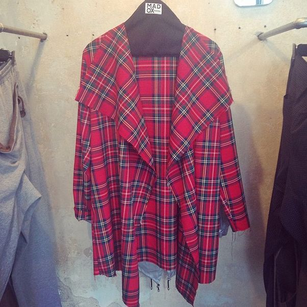 #madox #madoxdesign #red #checked #jacket #woman #fashion #streetwear #streetstyle