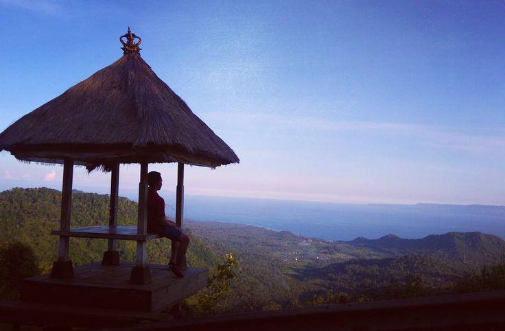 Bukit Putung Panorama Pegunungan dan Laut di Bali - Bali