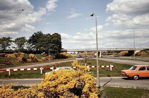 Het viaduct van de S17 (nu N862) over de Rondweg Emmen (nu N391), jaren 70. De S17 tussen Emmen en Klazienaveen werd in 1959 opengesteld als autoweg. In de jaren 1967-1969 werd de Rondweg tussen Zuidbarge en Emmerschans aangelegd, inclusief het viaduct met afrittencomplex van de S17.