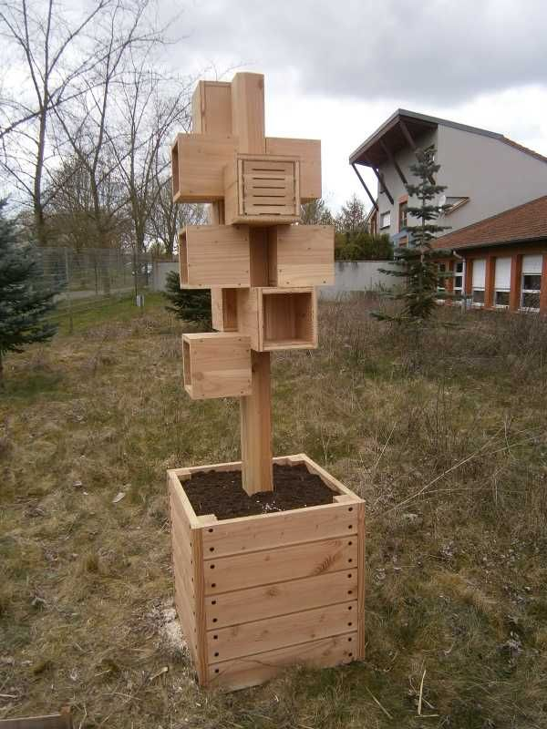 25 best ideas about insect hotel on pinterest bug hotel house insects and overwintering - Hotel a insecte ...