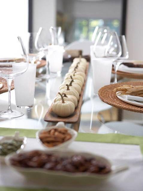 #matildetiramisu #concorso Centrotavola con piccole zucche bianche.