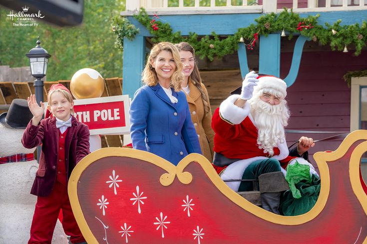 When Calls the Heart: The Christmas Wishing Tree - Abigail (Lori Loughlin) and Santa prepare for a Hope Valley Christmas! #CountdownToChristmas #HallmarkChannel #WhenCallsTheHeart