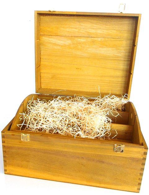 Exkluzívne drevené krabice na víno a darčeky nájdete u nás v predajni alebo v e-shope ...... www.vinopredaj.sk ......  Zabaľte svoje darček do krásneho obalu  #krabica #obal #navino #darcek #gift #vino #wine #wein #inmedio #wineshop #gifshop #darcekovyobchod #obchod #vinoteka #shop #predajna #delishop #delikatesy #plnypohar #mameradivino #milujemevino #exkluzivne #set #box #alkohol #krabice #obaly #drevene #darcekovekose #darcekovekrabice #krabicanavino