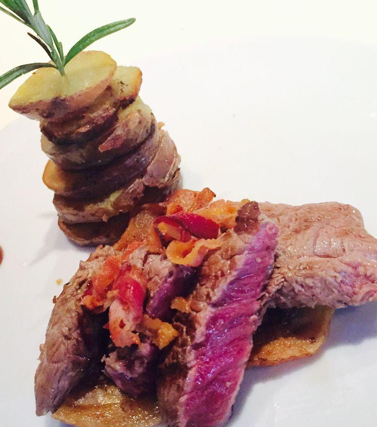 Filetto di manzo alla griglia con chips di bacon e patate saute