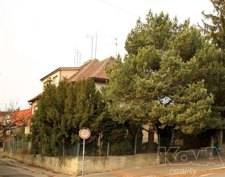 Rodinný dům 220 m² k prodeji Šternova, Praha 5 - Jinonice; 11440000 Kč, garáž, patrový, Řadový, cihlová stavba, dobrý.