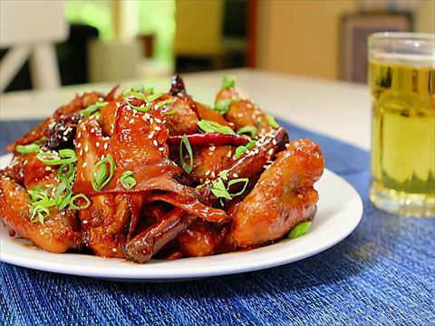Grandmother's Chinese Wings : Andrew Zimmern fries up un-bizarre Grandmother's Chinese Chicken Wings. via Food Network.