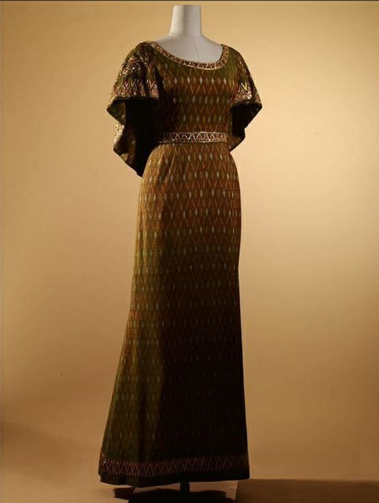 Queen Sirikit of Thailand wore this evening dress in 1979, when she received an award from the Royal Thai Navy and also for portrait photographs taken that same year