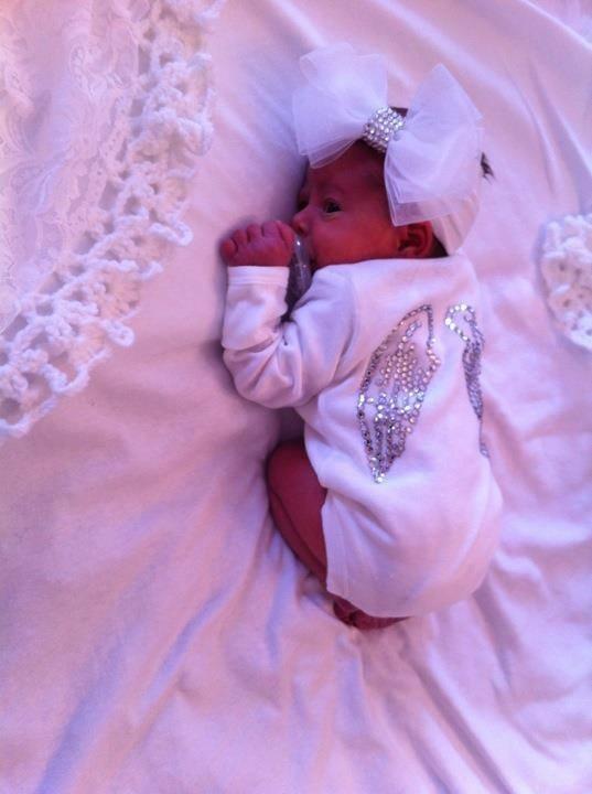 Angel baby body-melek bebek-melek kanadı- white- wings- beyaz-new born- yeni doğan bebek fotografı