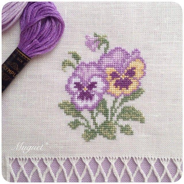 . パンジーの刺しゅうが出来ました。 やさしいパステルカラーがお気に入りです♡ #刺繍 #クロスステッチ #ドロンワーク #パンジー #花 #手芸 #手作り #ハンドメイド #embroidery #crossstitch #handwork #handmade #diy #pansy #flower