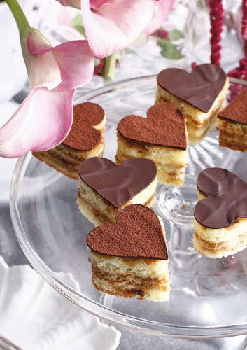 Ambitious in matters of the heart and stomach? These tiramisu hearts are the Valentine treat for you.