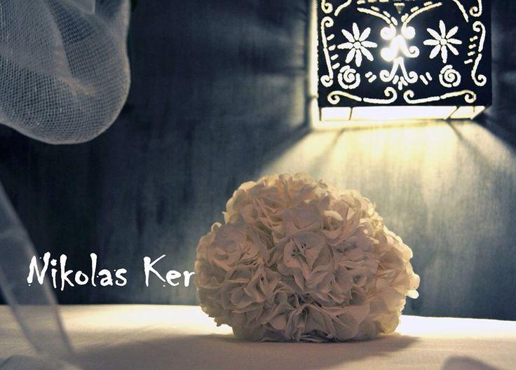 Ολόλευκες ορτανσίες για μια ξεχωριστή ανθοδέσμη! Μ&Μ να ζήσετε!!!! www.nikolas-ker.gr (wedding, decoration, flowers, favors)