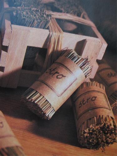 Hoe zelf aanmaakblokjes maken met stro, riet of siergras