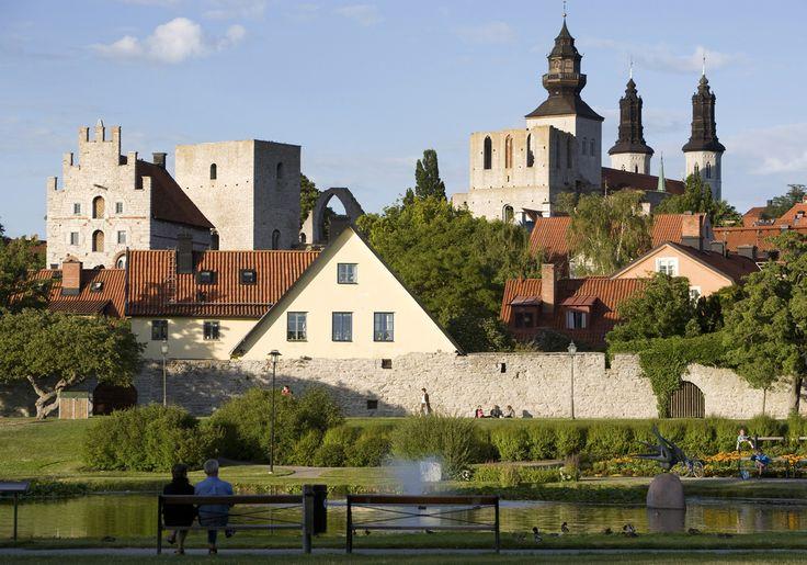Visby egy település és székhely Gotland megyében, a Gotland szigeten. Svédország ezen településén kb. 24000 fő él. Visby püspöki egyházmegye is. És az egyetlen megyeszékhely az országban, amely csak hajóval vagy repülővel közelíthető meg.   #középkor #Svédország #Visby