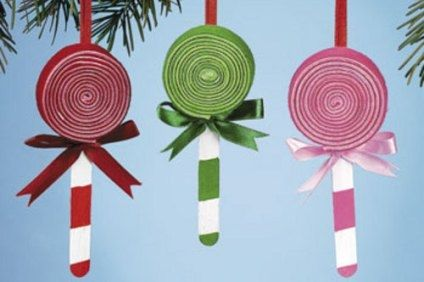 Lollipop Christmas ornaments. Looks like fun for the kids!