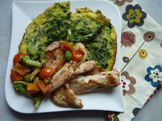 Megfőzlek...: Spenótos omlett zöldséges csirkemellel - paleo