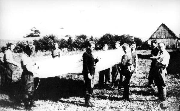 """PO PRZYJECIU CICHOCIEMNYCH NA PLACOWCE """"ROZMARYN"""" - OKREG RADOMSKO-KIELECKI ARMII KRAJOWEJ. 22 09 1944. ADM"""