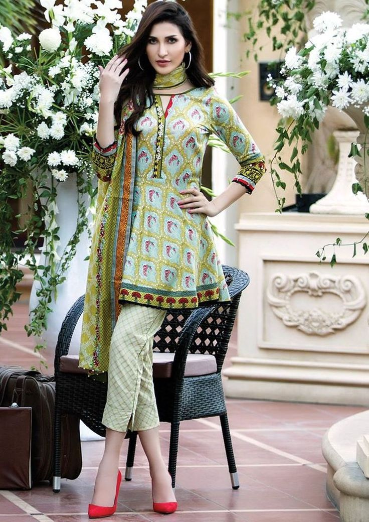Fashionable muslim pakistani outfits 14