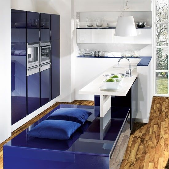 Handleless less doors provide a sleek finish in a small kitchen. This striking blue kitchen even finds room for a neat integrated seating idea. http://www.housetohome.co.uk/product-idea/picture/kitchen-unit-doors-10-of-the-best/4#Owh65PaHuQH1H45R.32