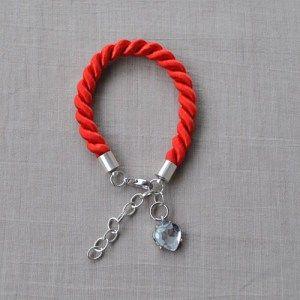 Bransoletka ze sznurka z zawieszką - Trafiony prezent