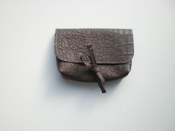 borsa piccola in pelle marrone a mano a motivo di lilybluestudio