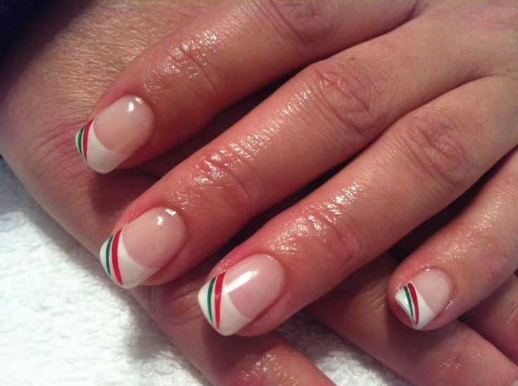 Red & green stripe Christmas nails  #sittingpretty