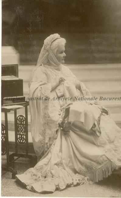 BU-F-01073-5-04755-13 Regina Elisabeta a României. Pe verso mesajele reginei în limba franceză, s. d. (sine dato) (niv.Document)