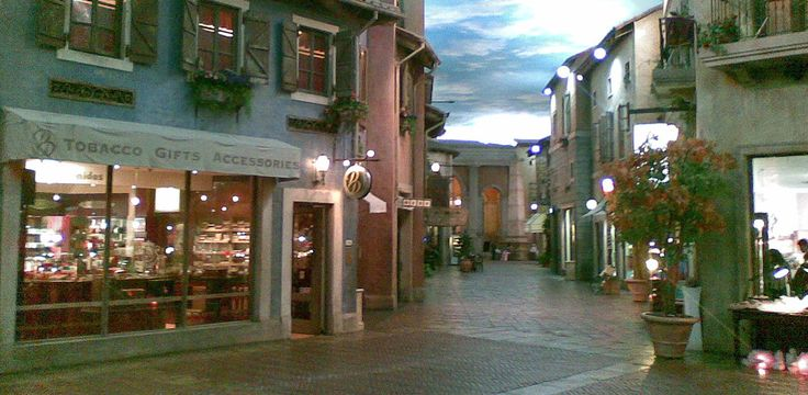 Things To Do in Johannesburg – Montecasino. Hg2Johannesburg.com.