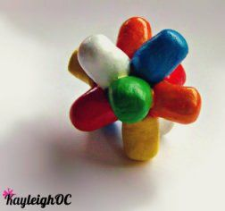everlasting gobstopper    make with jelly beans and malteasers/gobstoppers