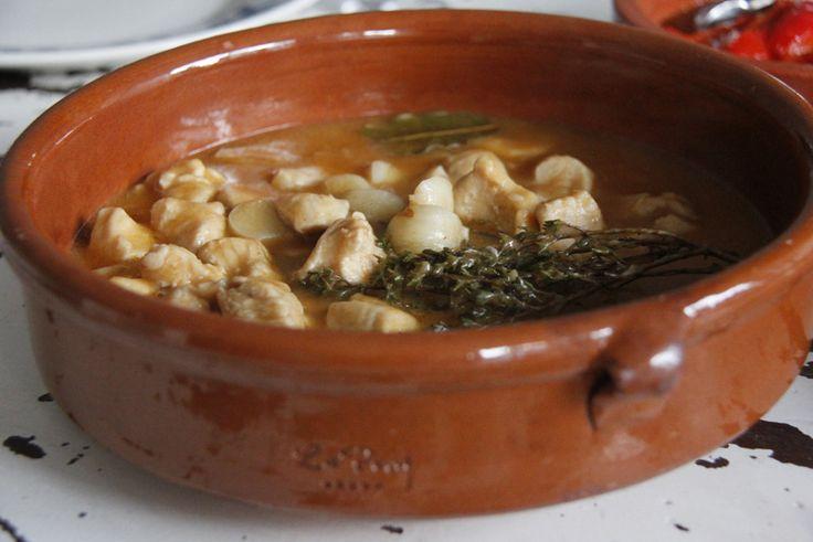 Spaanse kip met knoflook (Pollo al Ajillo)