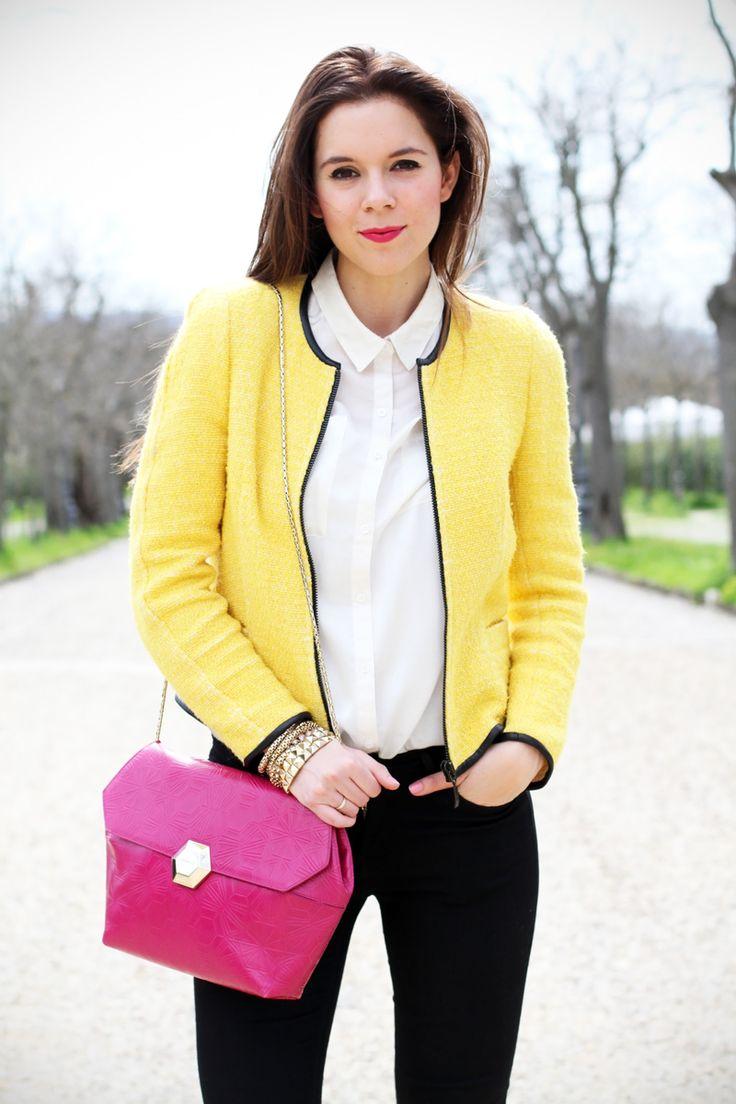 outfit | look | camicia bianca | ragazza | giacca gialla | borsa fucsia | skinny jeans | pantaloni neri | bvlgari | zara | rossetto fucsia 1
