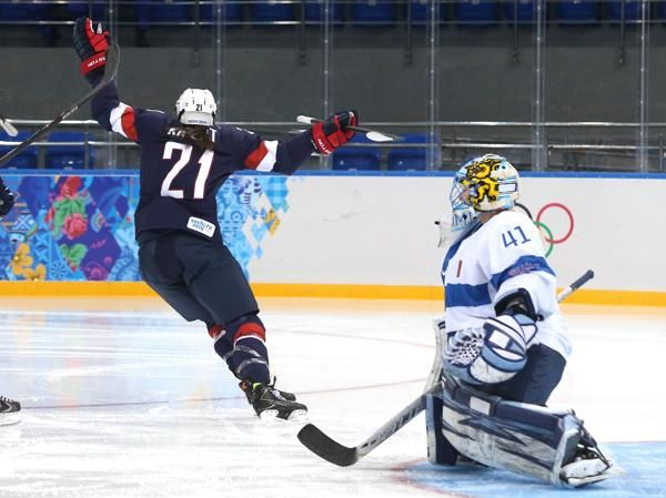 Hillary Knight scoring the 1st goal of opening Olympic Play vs Finland.  #TeamUSA #2014Olympics