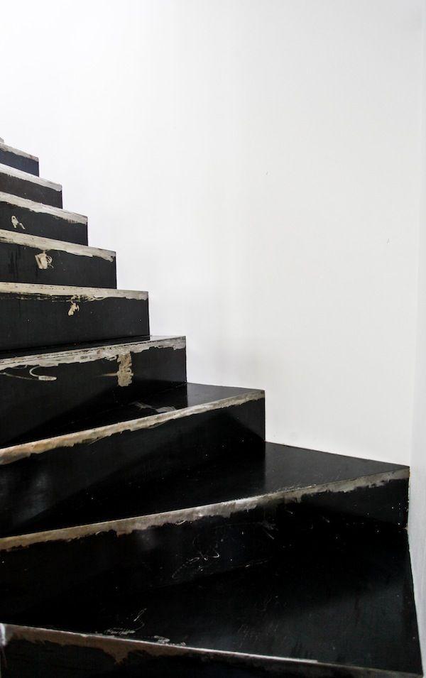 : Modern Interiors Design, Paintings Stairs, Black Stairs, Luxury House, Staircases, Design Interiors, Home Interiors Design, Design Home, White Wall