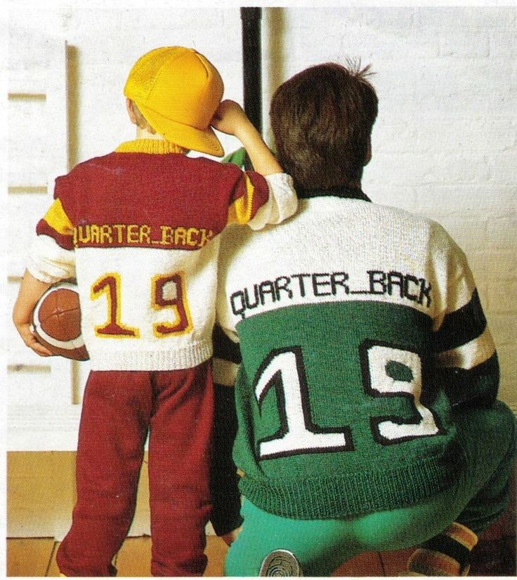 NFL AMERICAN FOOTBALL FATHER & SONS 'QUARTER BACK' JUMPERS 8PLY KNITTING PATTERN
