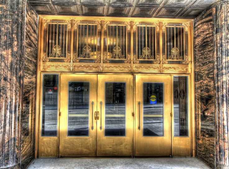 Art Deco entrance to Riverside Plaza, originally known as the Chicago Daily News Building