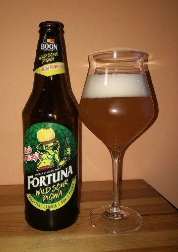 Gdy Browar Fortuna ogłosił, że uwarzył piwo z legendarnym Boonem – belgijskim browarem warzącym lambiki, wszyscy byli zaskoczeni. Gdy jednak ogłoszono, że owocem tej współpracy będzie miks lambika, jasnego lagera i soku jabłkowo-pigwowego, entuzjazm wielu beer geeków nieco ostygł. Pojawiły się głosy, że jest to profanacja klasyki, że piwo będzie na pewno przesłodzone i w ogóle cała para poszła w gwizdek. Jak dotąd nie miałem okazji sprawdzić, czy ma to odzwierciedlenie w rzeczywistości. Ale…