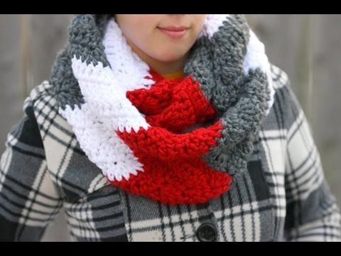 How to Crochet a Chunky Wavy Cowl Neck Infinity Scarf