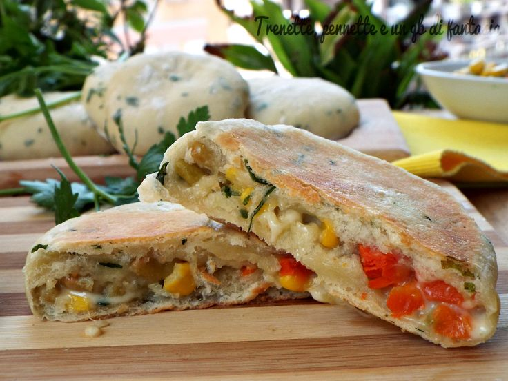 Focacce al prezzemolo con macedonia di verdure cotte in padella...eh si !! il caldo e alle porte è non si ha piu voglia di accendere il forno, sudare propri