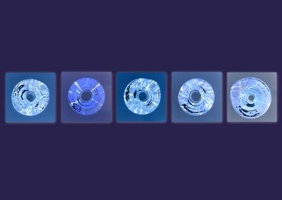De Essentie, blauw - Yvon Feenstra Bewerkte foto van glazen elementen diverse afmetingen en uitvoeringen mogelijk kijk op www.glassbyyvon.com