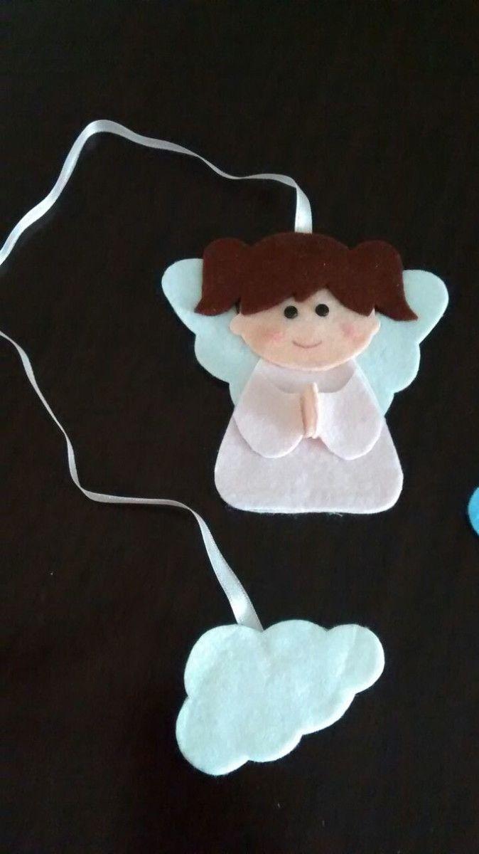 Marcador de página confeccionado em feltro. Fita de cetim com o anjinho em uma ponta e na outra a nuvem. Tamanho do anjinho: 11,5 x 11,5 cm Tamanho da nuvem: 7,5 x 4,5 cm