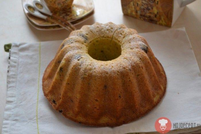 Overený recept na chutnú pistáciovú bábovku. Voňavá bábovka je vhodná na každú príležitosť - rodinná oslava, posedenie pri káve alebo ako sladké mlsanie.